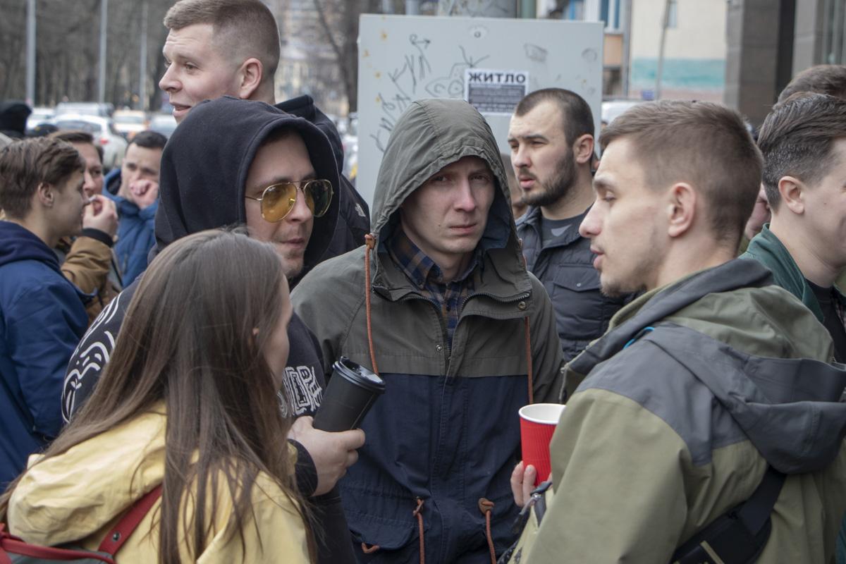Участники организации обещают стоять возле райотдела пока полицейские не выпустят задержанных