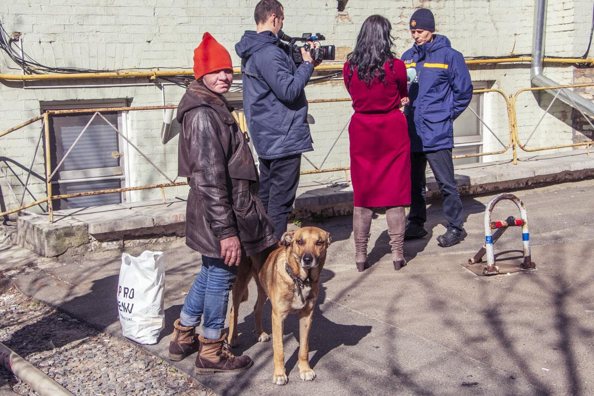 Супруга мужчины, которого обнаружили в горящем доме, и спасенная собака