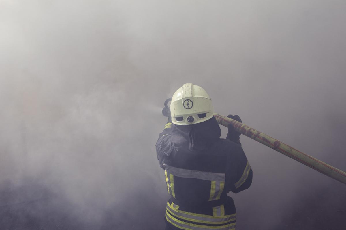 Огонь охватил около 100 квадратных метров