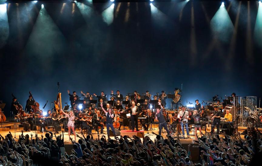 Во время шоу в рок-симфонической аранжировке можно будет услышать главные хиты Queen