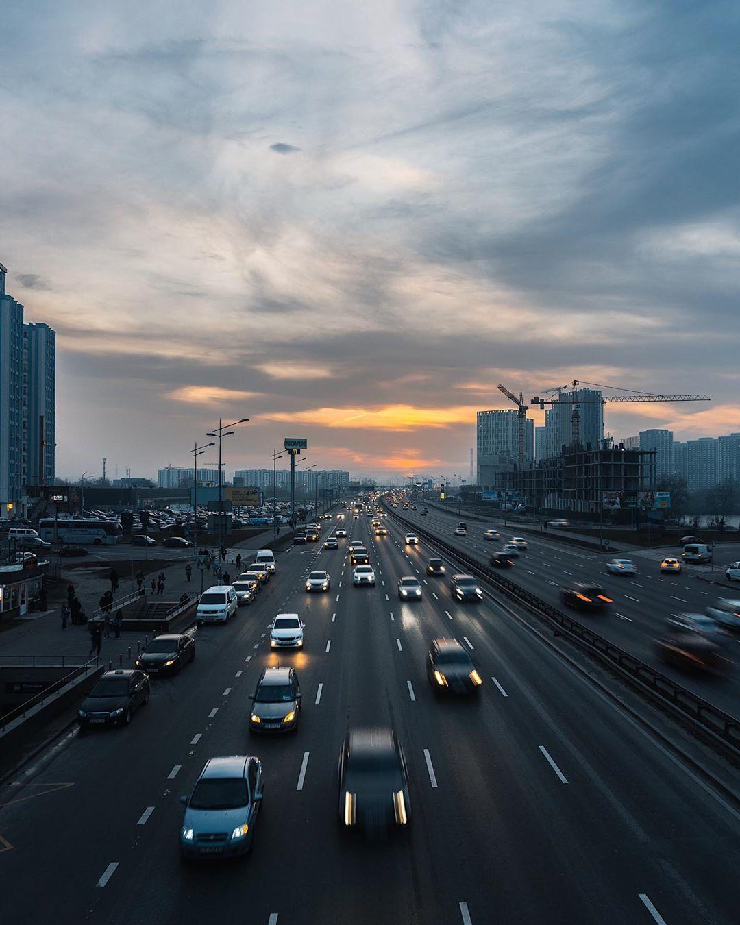 Закат в Киеве. Холст, масло. Художник - @zhukevych