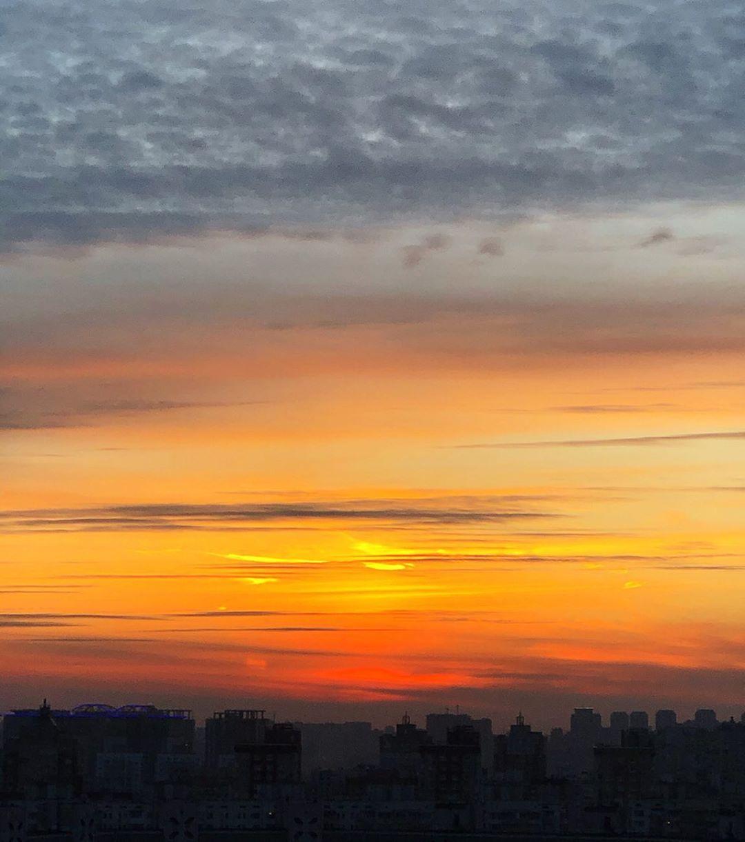 Закаты в Киеве каждый день способны удивлять. Фото - @ppodzhogg