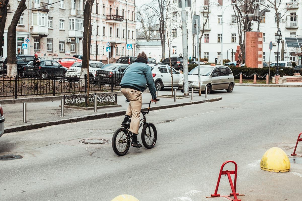 По Рейтарской на велосипеде, и никаких машин на дороге