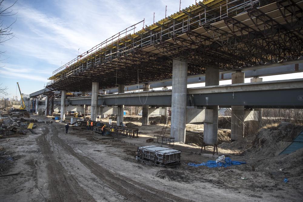 В Киеве продолжается строительство Подольско-Воскресенского моста