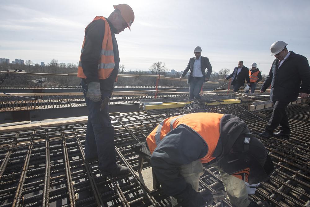 На очереди у рабочих - строительство съездов
