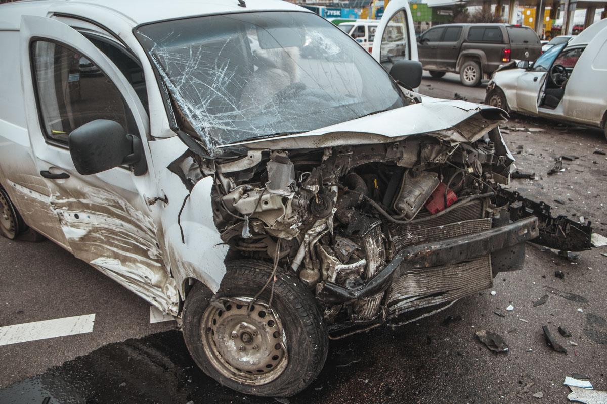 Водитель и пассажирка отделались царапинами