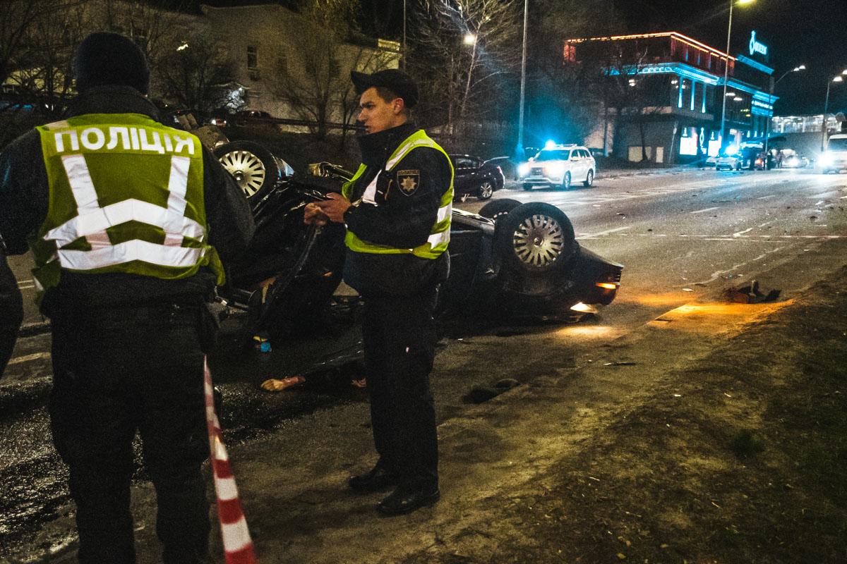 Понедельник, 16 марта, началось в Киеве со смертельной аварии около моста Метро
