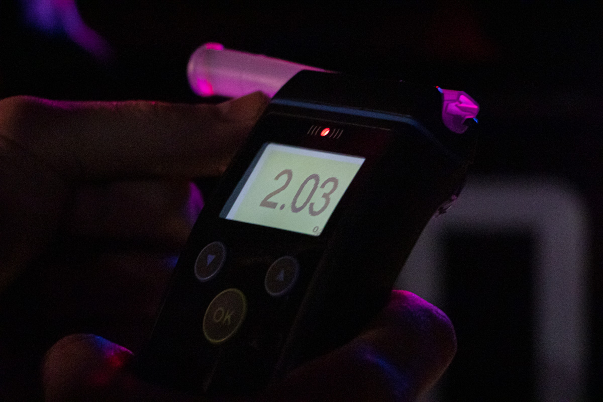 Патрульные продули водителя. Прибор показал, что доза алкоголя в его крови в 10 раз превышает норму
