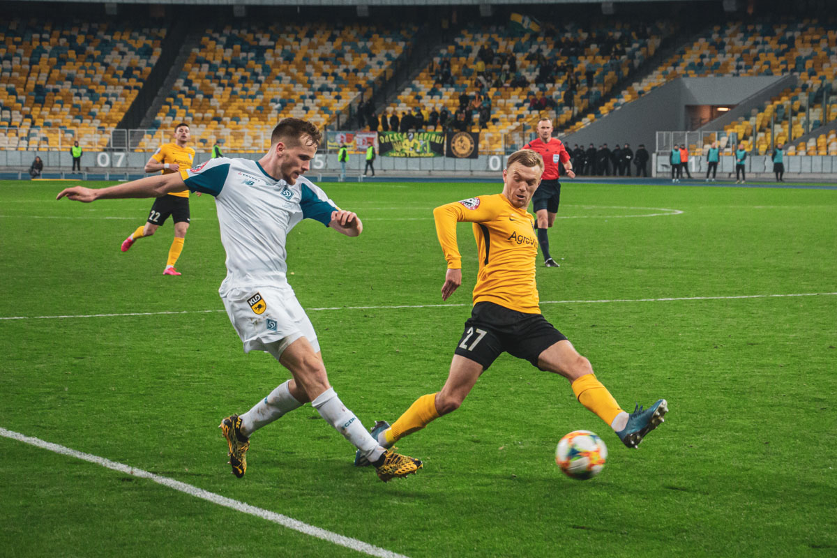 Прострел Томаша Кендзеры блокирует Гречишкин, но это была лишь репетиция перед голевой передачей