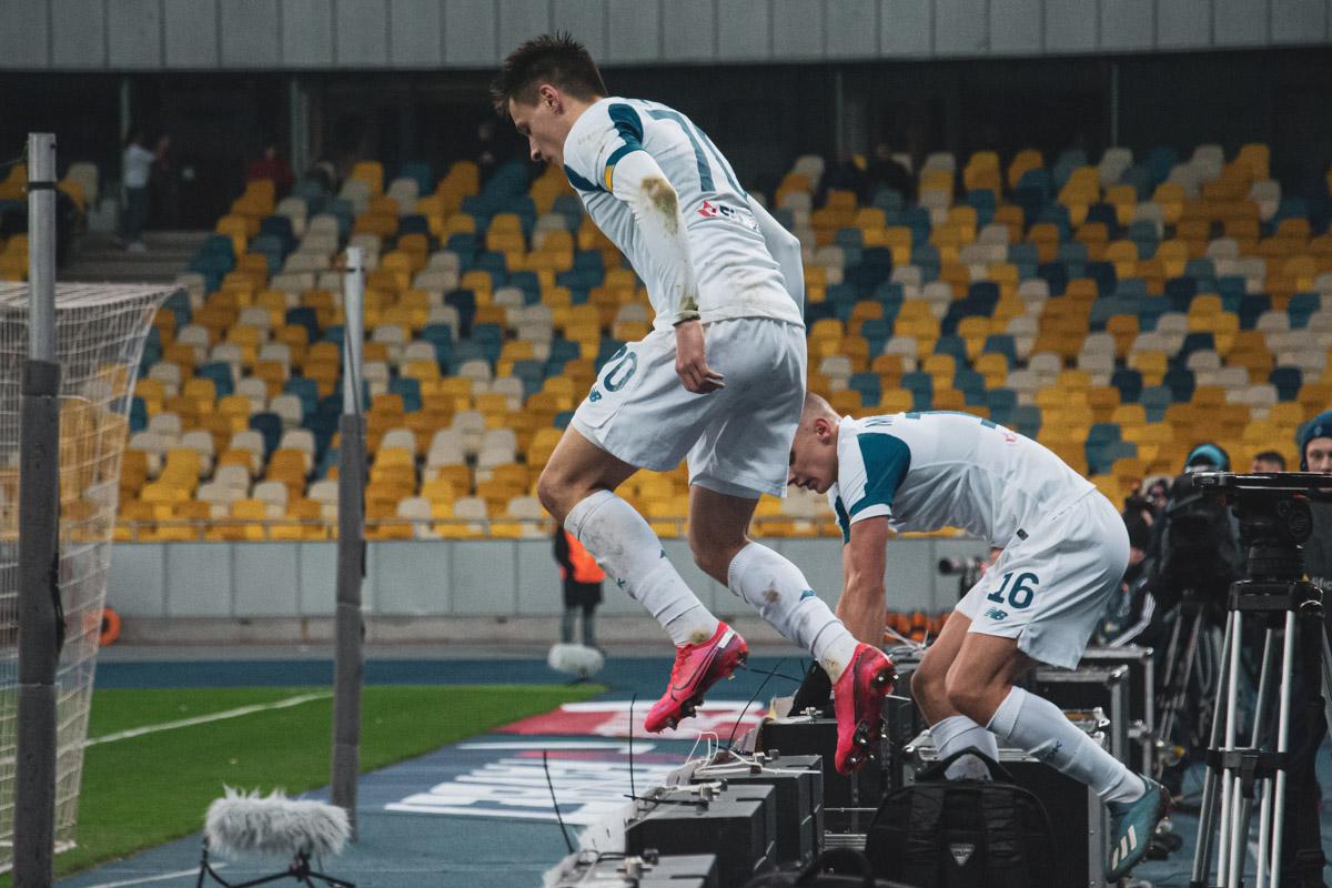 Назарий Русин радуется забитому мячу, еще не зная, что через минуту его отменят из-за оффсайда...