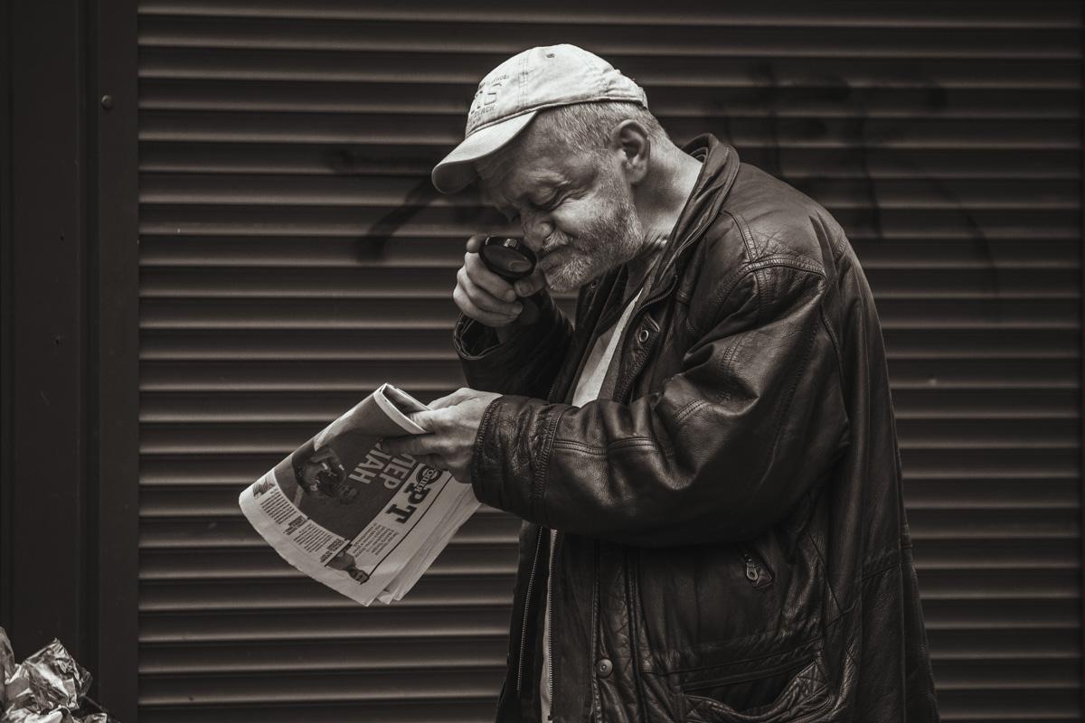 Жизнь на улице в черно-белых тонах