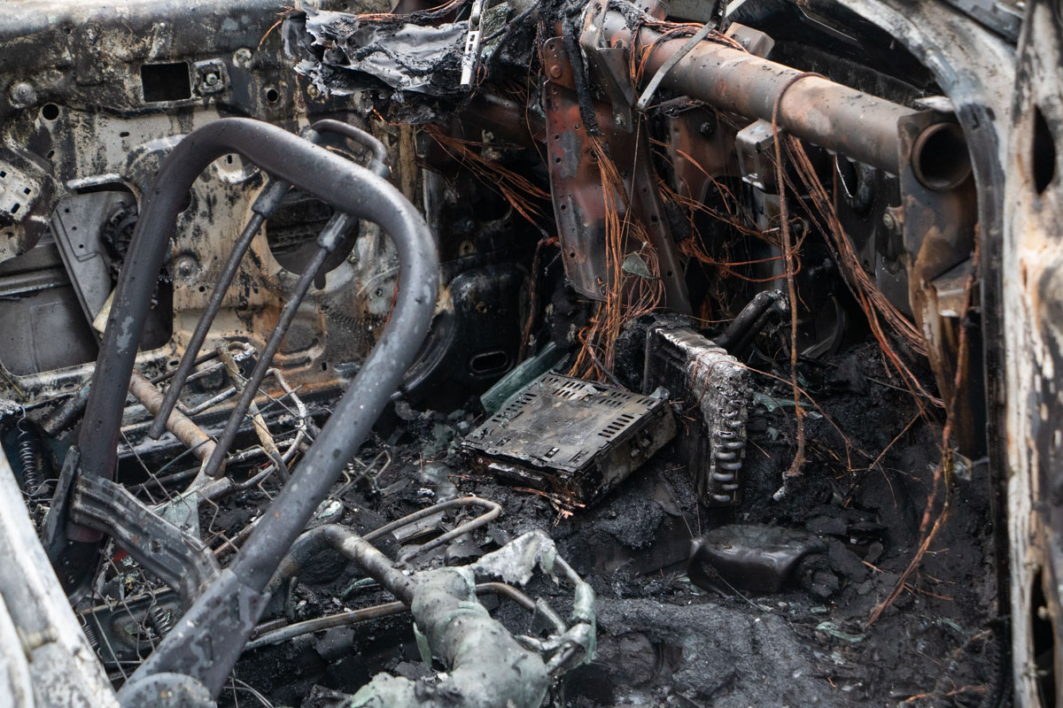 В результате столкновения авто загорелось и полностью выгорело