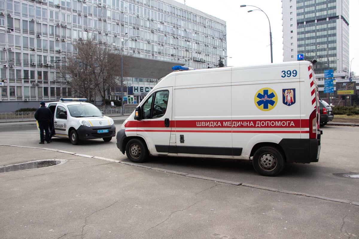 На месте работали полицейские и дежурила бригада медиков