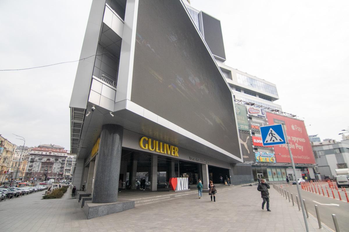 Некоторые магазины в Гулливере открыты для всех посетителей, как и обычно