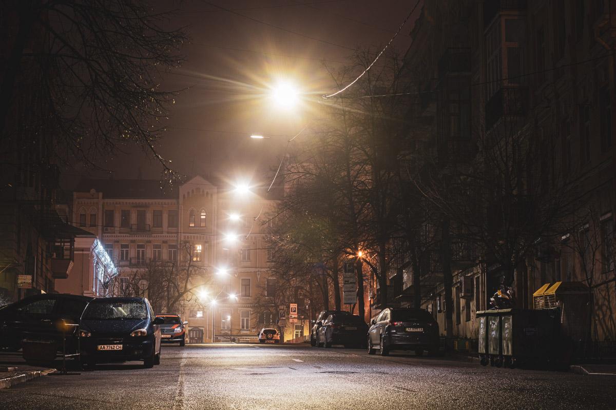 Пролегает от улицы Богдана Хмельницкого до улицы Ярославов Вал