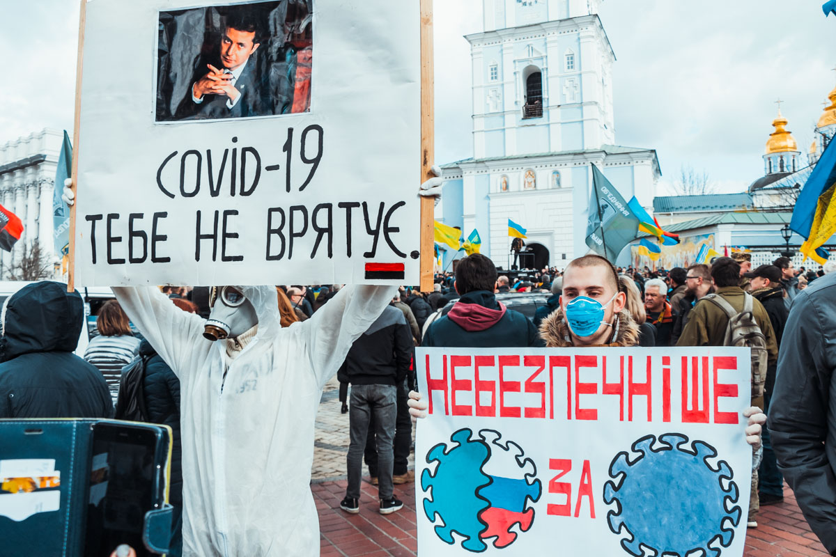 Тысячи активистов вышли на акцию