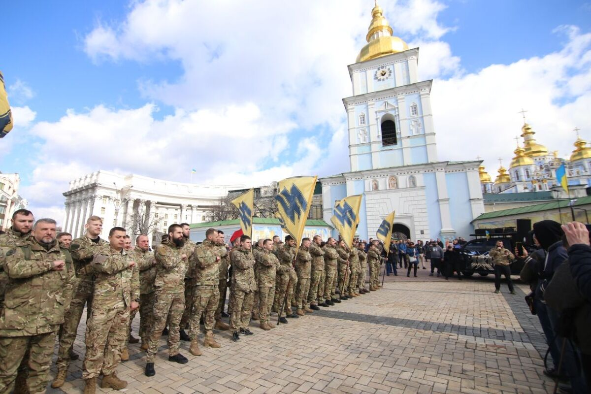 В центре Киева, на Михайловской площади собрались ветераны добровольческих формирований