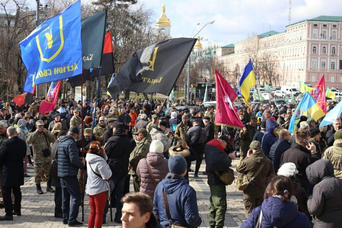 Собрались ветераны АЗОВа, Правого сектора, батальона Донбасс и других добробатов