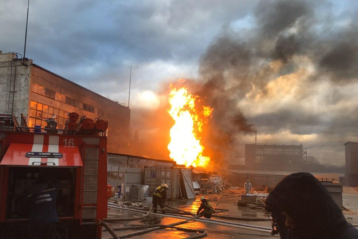 По адресу улица Красноткацкая, 61 вспыхнуло складское помещение