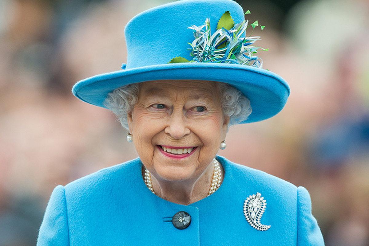 Королева Елизавета выехала из Букингемского дворца