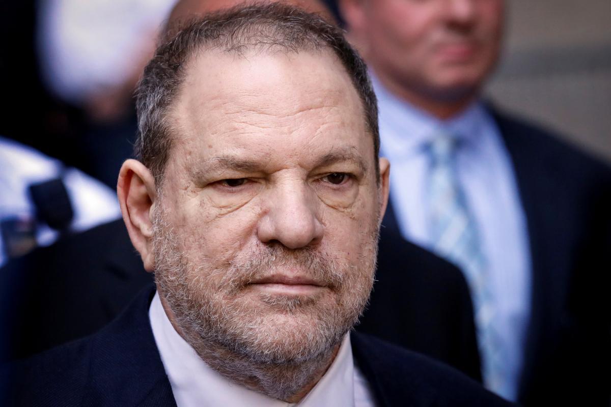 Суд обвинил Харви в неоднократных изнасилованиях