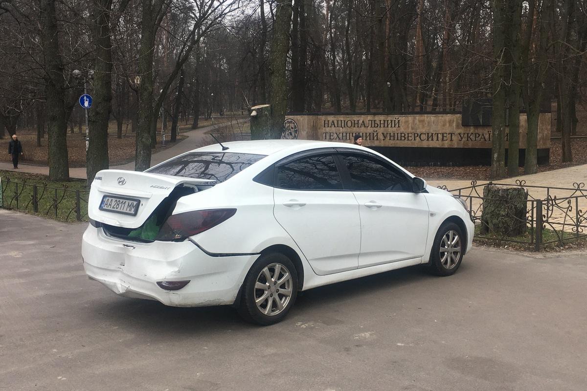 Напротив зоопарка в Киеве произошло ДТП с участием Suzuki и Hyundai