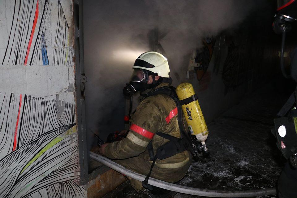 Пожарные не могли всю ночь начать ликвидацию из-за отсутствия разрешения от ДТЭК