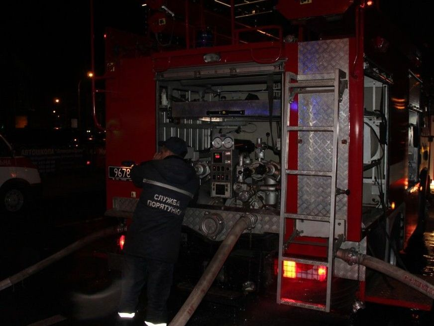 В 2:03 пожарные локализовали возгорание и в 2:18 - ликвидировали