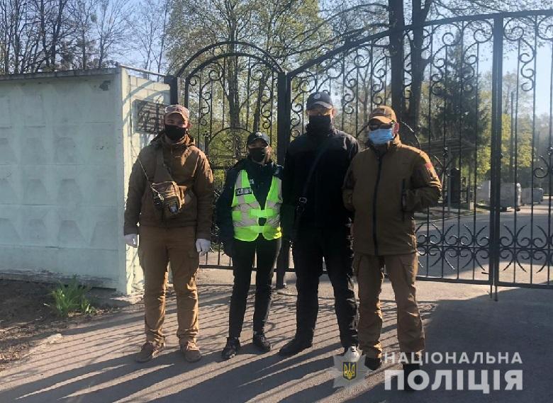 Полицейские начали патрулировать кладбища