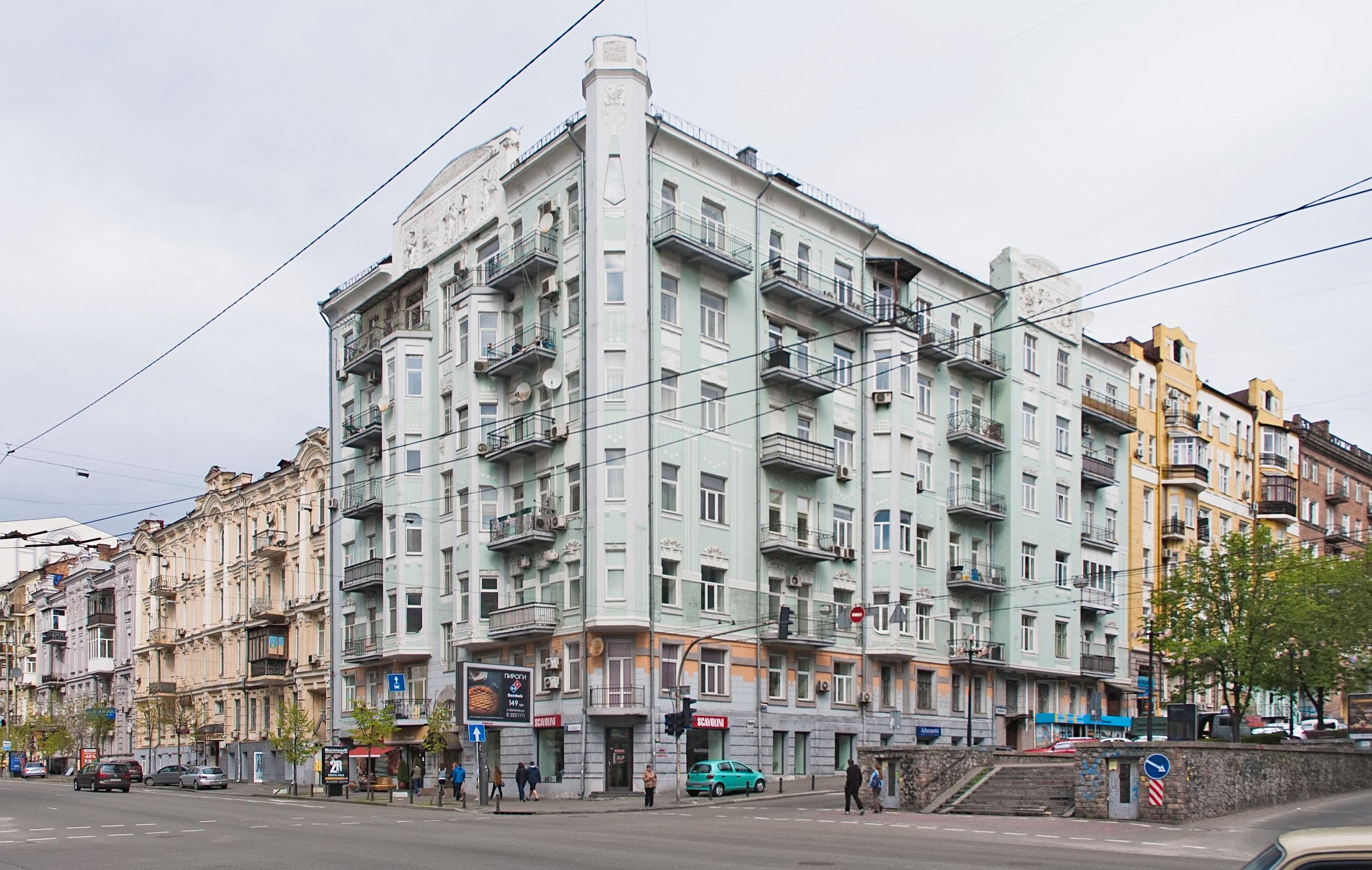 Киевский офис студии находится вдореволюционном доме №26/26на углу улиц Саксаганского иАнтоновича