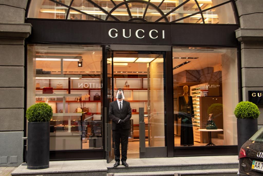 Вот такие у Gucci защищенные охранники