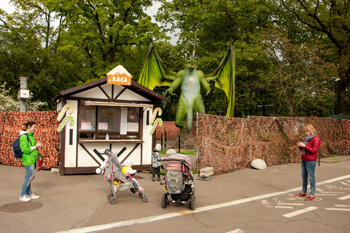 Посетителей пускают в масках и ограничивают количество человек в парке