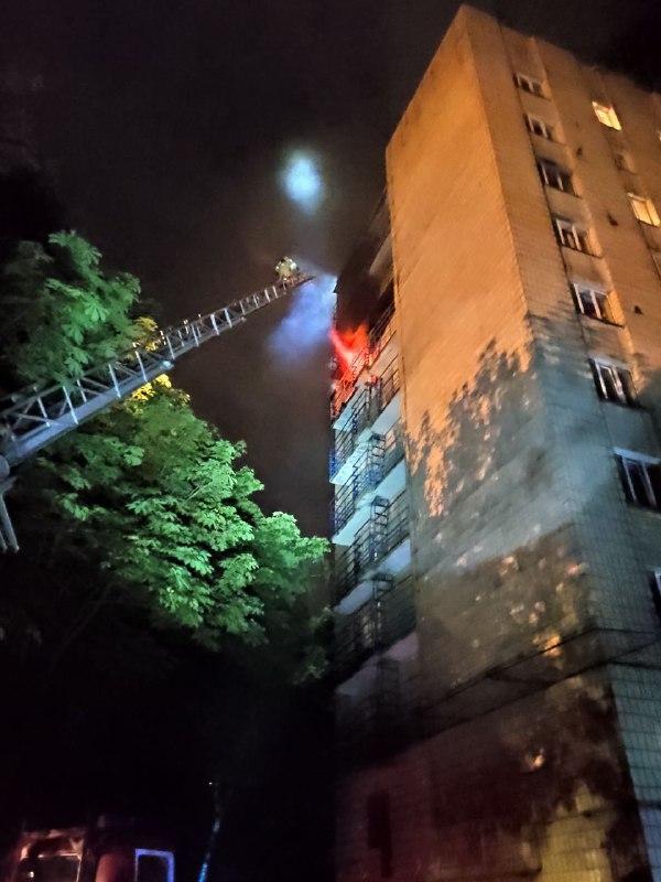 В Киеве загорелось общежитие КНУ имени Шевченко со спящими студентами