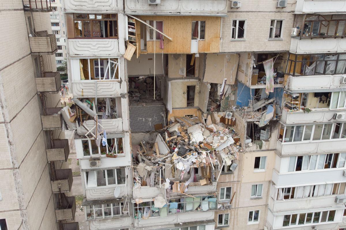 Взрыв повредил несколько этажей