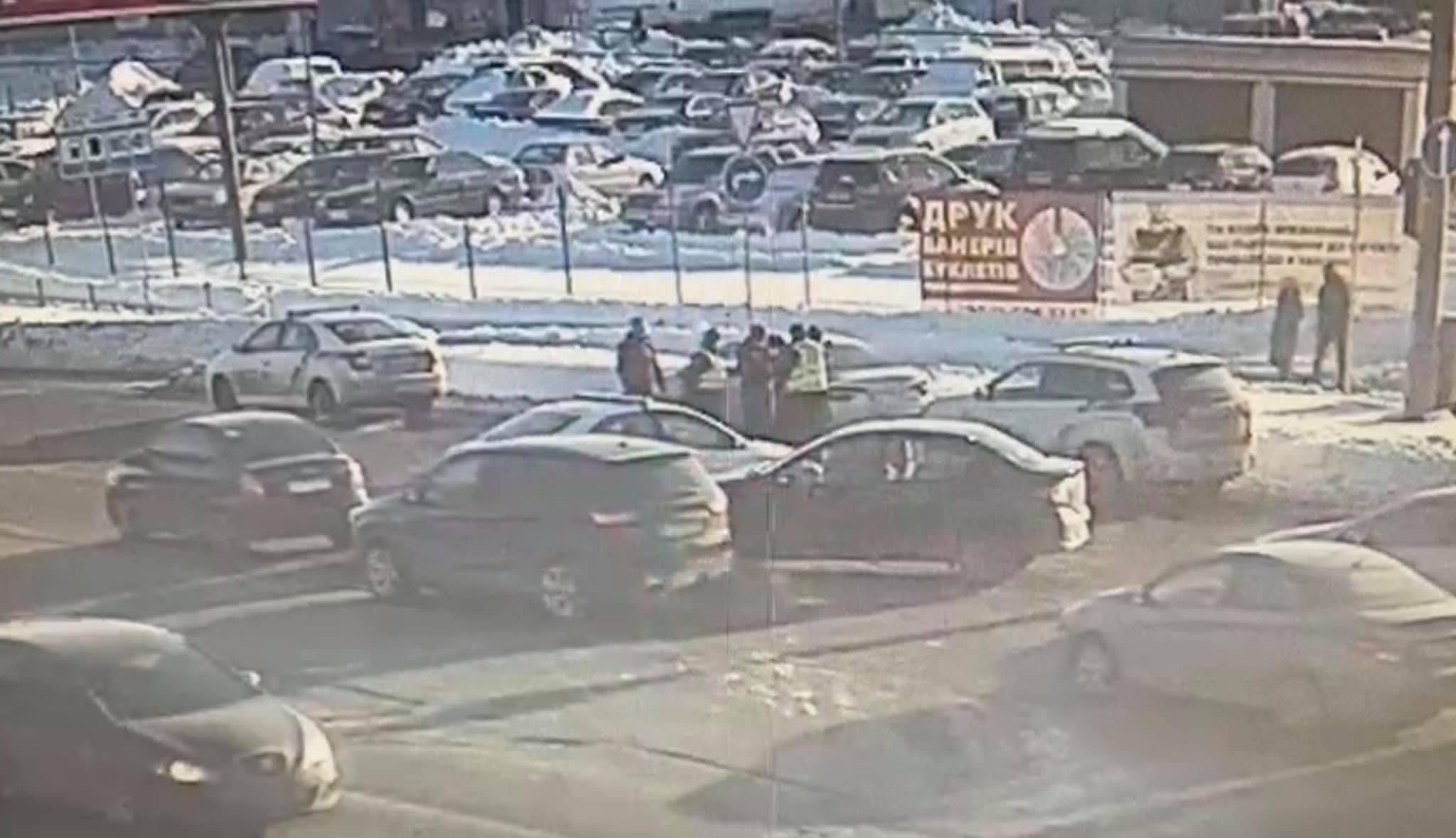 Водитель, жестоко убивший человека в центре Киева, оказался гражданином Азербайджана
